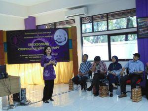 Pembukaan pelatihan ECH batch 1 oleh Ketua IPK Jatim, Dra. Astrid Wiratna, Psikolog