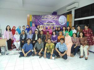 Foto bersama peserta dengan panitia pelatihan